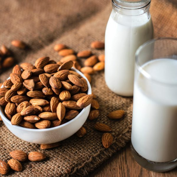Organic almond milk (16 oz)